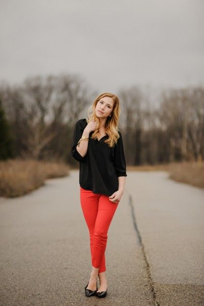 calça vermelha blusa