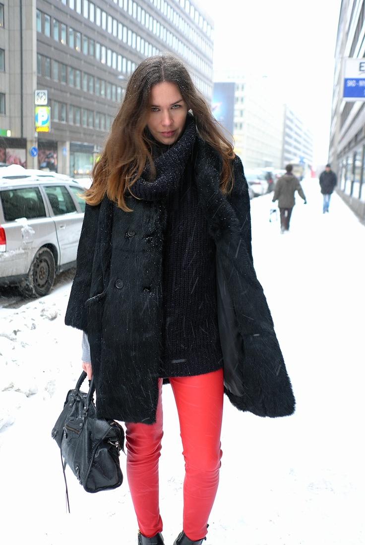 calça vermelha neve