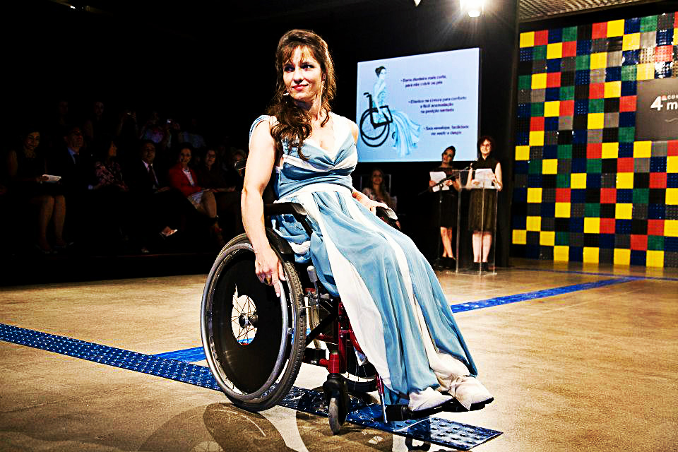 moda inclusiva cadeirante feminino