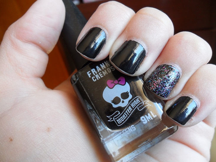 monster high preto unhas