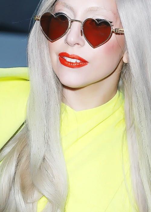 óculos coração lady gaga