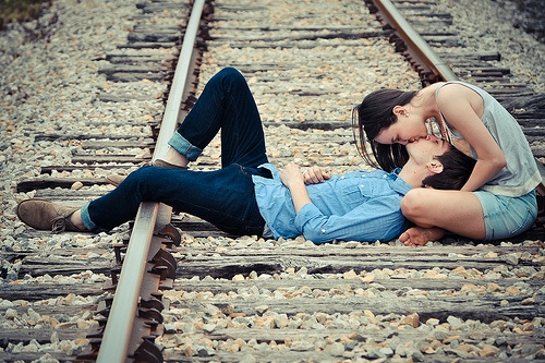 fotos beijo trilhos